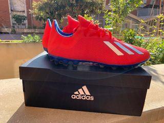 Botas adidas fútbol tacos césped artificial