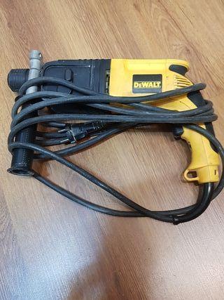 TALADRO DEWALT 650 W D25003k