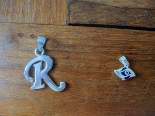 Colgante plata letra R y ojo griego o turco