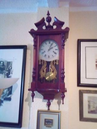reloj de salon. cuerda