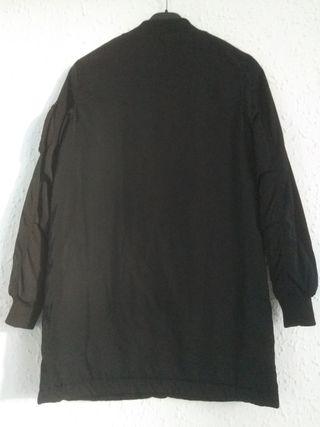 chaqueta negra unisex de Bershka s/m