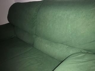 Sofa verde dos plazas
