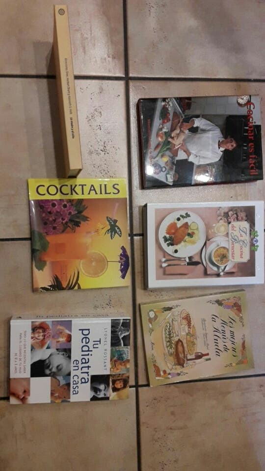 3 libros de cocina, 1 cockteles i 2 de pediatria