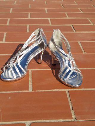 Tacones de sandalia con brillantes