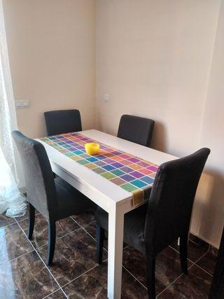 mesa de comedor extensible con 4 sillas