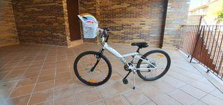 """Bicicleta 24"""" buen estado con accesorios"""