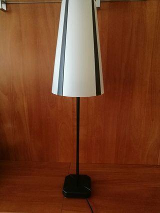Lámpara de mesa - blanco y negro