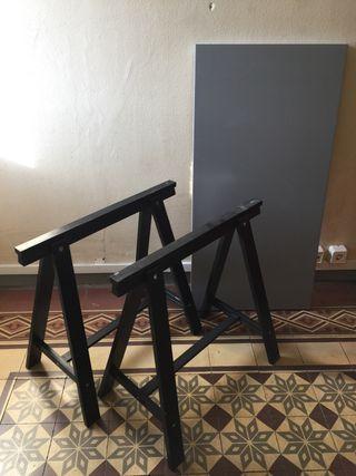 Mesa tablero con caballetes