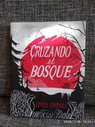 CRUZANDO EL BOSQUE EMILY CARROLL SAPRISTI