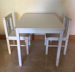 Conjunto mesa y 2 sillas