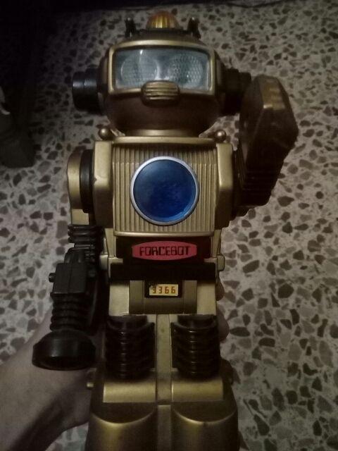 Robot juguete antiguo