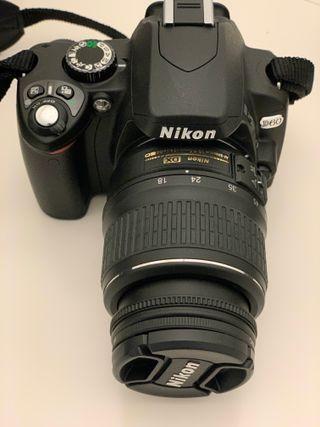 Cámara Nikon D60 con 2 objetivos y flash