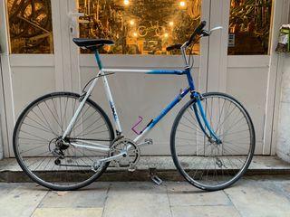 Bicicleta carretera clásica ciudad