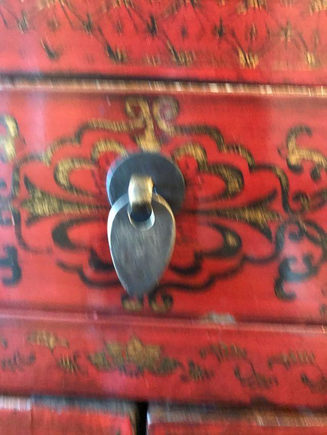 Mueble de estilo oriental. Madera.