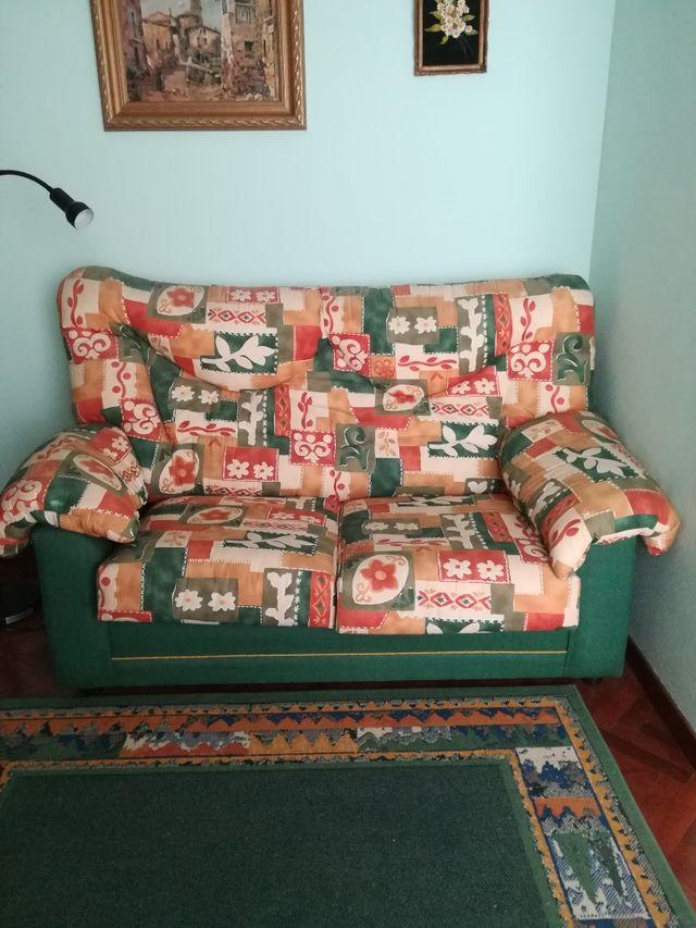 sofá dos plazas.