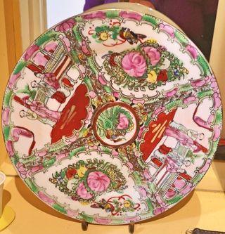 Plato de cerámica pintado a mano