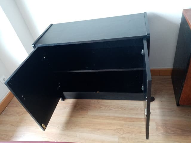mueble bajo de puertas