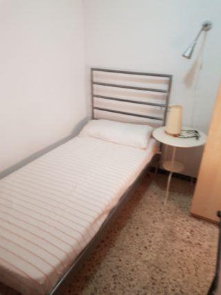 Ikea. Dormitorio Juvenil . Cama con somier Lamas.