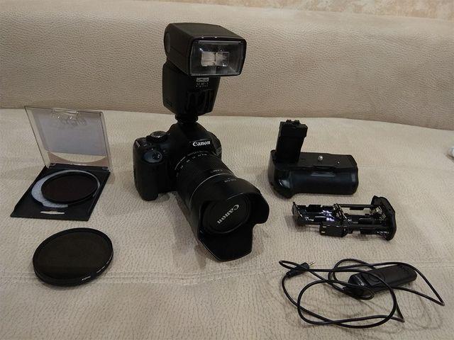 Cámara digital Canon EOS 550D con objetivo 18-135