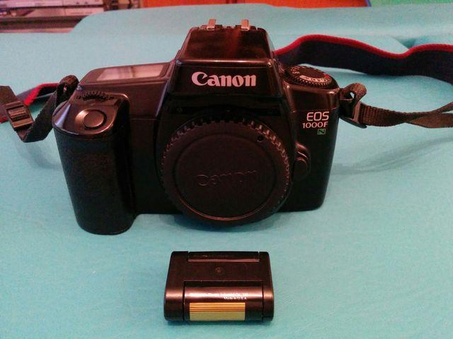 cámara réflex Canon analógica