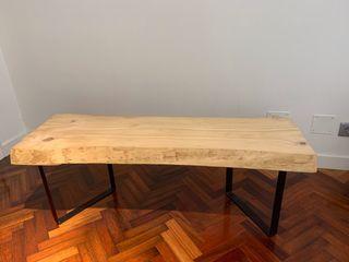 Mesa baja de madera y metal