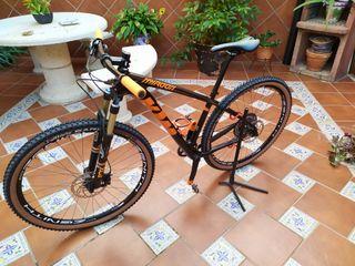 bicicleta de carbono KTM peso 9'500 esta nueva tal