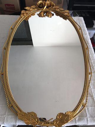 Espejo ovalado vintage.