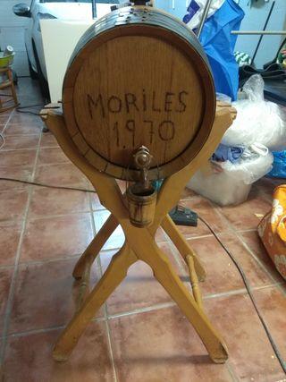 barrica pequeña de vino