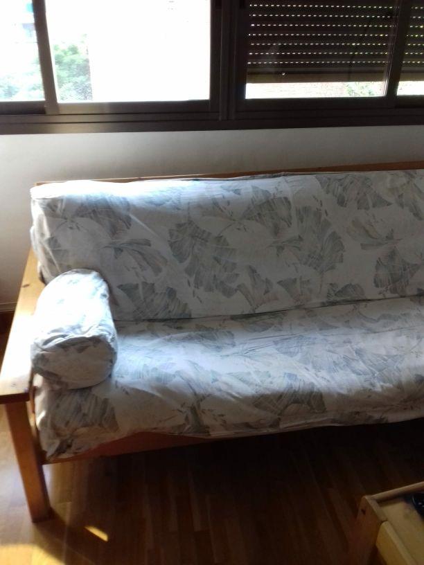 Sofá-cama tipo futón
