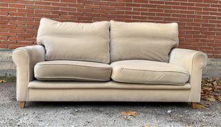 2 sofás de dos plazas. Necesita retapizar.