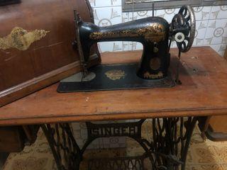 Maquinaria de coser antigua SINGER