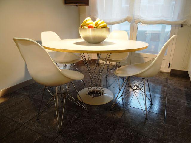 Mesa diseño y 4 sillas Modern-Classic