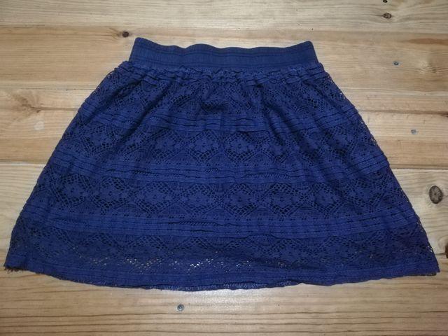falda corta tipo punto bordada