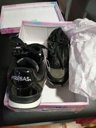 Zapatos niña sin estrenar (conguitos) N° 28