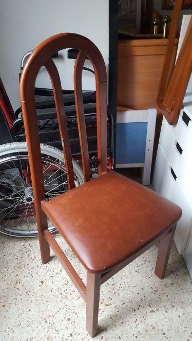 silla de madera color cerezo