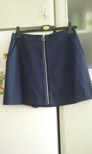 Sin estrenar.falda azul marino con cremellera