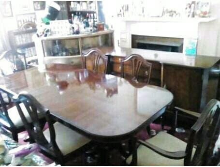 REGENCY dining table with 2 carvers & 4 chairs