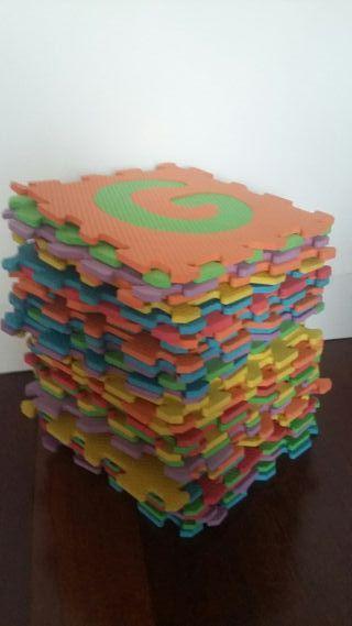 Alfombra puzzle goma Eva de números y letras