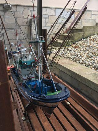 Maqueta artesanal de barco pesquero del Cantábrico