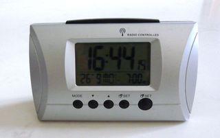 Pendulette réveil - mise à l'heure automatique