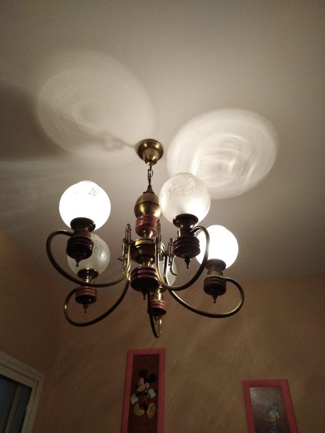 ordinaria lámpara de bronce