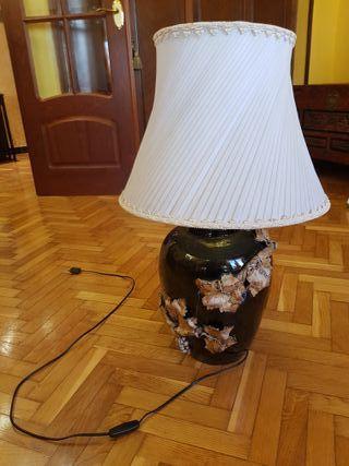 Lámpara de mesa de cerámica con tulipa plisada