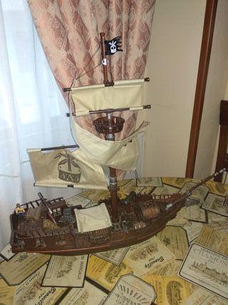 Barco pirata de 60centimetros.