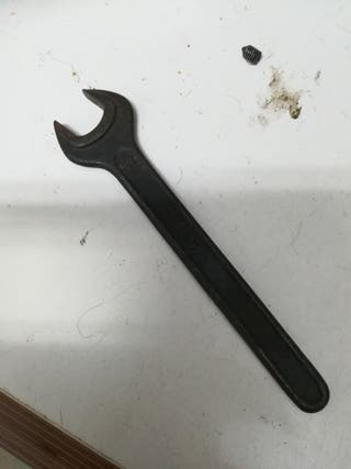 llave 17mm antigua.