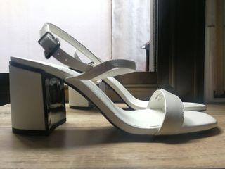 Zapatos / Sandalias tacón blancas NUEVAS 39