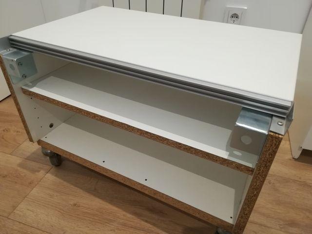 Mueble para TV con ruedas