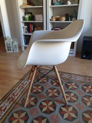 4 sillas Eames blancas