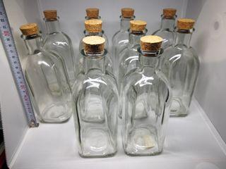Botellero de cristal con tapón de corcho