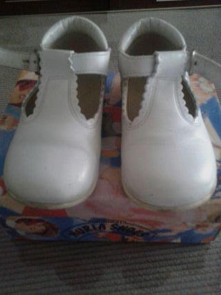 zapato botita bebe Blanca número 22