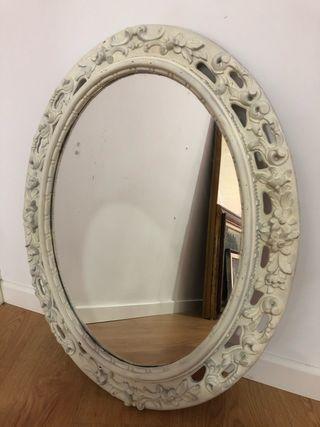 Espejo antiguo ovalado.